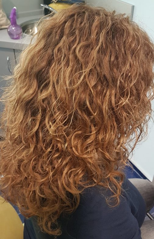 Завивка волос, вид справа